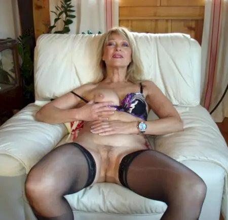 Tentatrice fille à chauffer web cam coquine